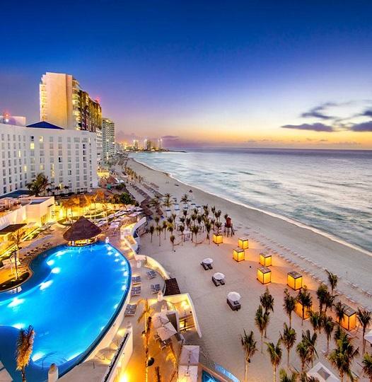 Le Blanc Spa Resort Cancun at Dusk
